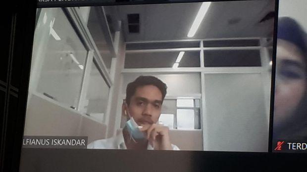 Brigadir AM mengikuti sidang kasus tewasnya mahasiswa Universitas Halu Oleo bernama Randi. Kamis (13/8/2020).