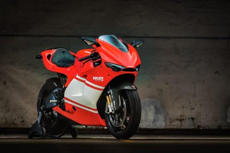 Ducati Desmosedici RR, replika motor Stoner
