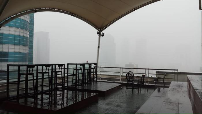 Hujan deras di Jakarta sore ini
