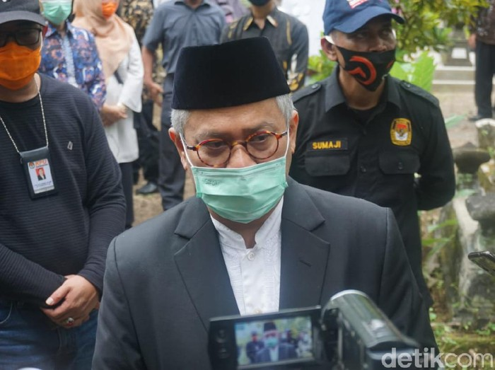 Ketua KPU RI, Arief Budiman di rumah duka Henry Jovinski, Sleman, Kamis (13/8/2020).