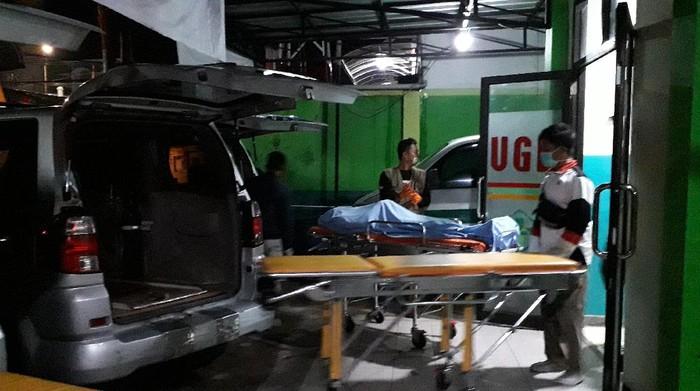 Korban tewas akibat tiang penyangga sutet listrik di Sumedang roboh dibawa ke Garut untuk dimakamkan
