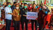 Mentan Salurkan Bantuan untuk Blitar Rp 16,2 Miliar