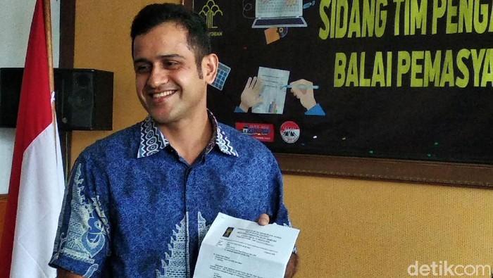 Mantan bendahara umum Partai Demokrat M Nazaruddin resmi bebas murni usai menjalani cuti menjelang bebas (CMB). Nazaruddin pun datang ke Balai Pemasyarakatan (Bapas) Bandung saat bebas murni, Kamis (13/8/2020).