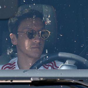 Oezil Tolak Tinggalkan Arsenal!