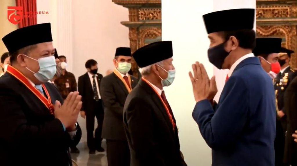 Bincang Hangat Jokowi-Fahri Hamzah Usai Penganugerahan di Istana