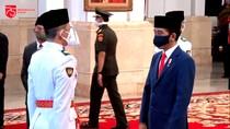 Jokowi Kukuhkan Paskibraka HUT Ke-75 RI di Istana Negara