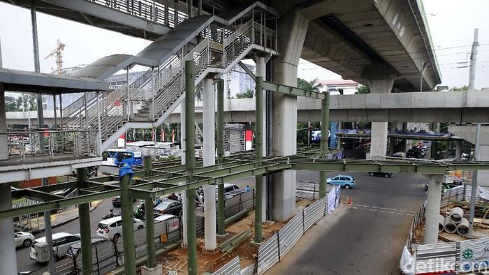 Pembangunan Skybridge integrasi MRT ASEAN-TransJ CSW ditargetkan rampung akhir 2020. Begini progres terkininya.