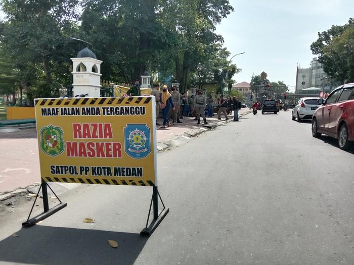 Razia masker di Medan (Ahmad Arfah-detikcom)