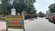Kena Razia, Warga Tak Bermasker di Medan Dihukum Push Up-KTP Ditahan