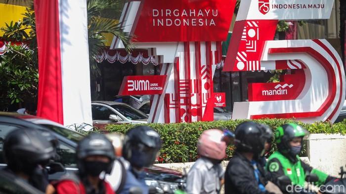 Jelang peringatan hari kemerdekaan Republik Indonesia nampak warna merah putih terlihat di sejumlah sudut ibu kota. Seperti apa?