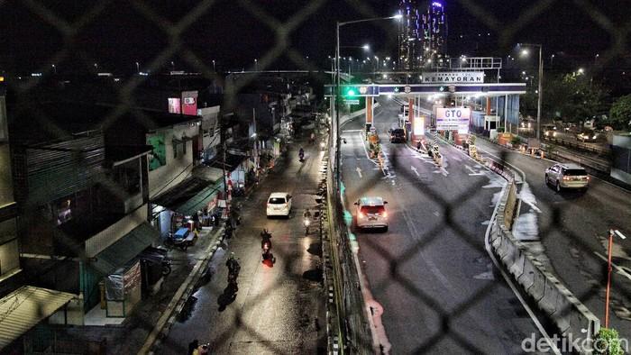 Imbas hujan deras yang mengguyur Jakarta, Kawasan Jalan Pademangan Timur, Jakut, sempat tergenang. Perlahan, kawasan tersebut mulai surut dan kembali normal.