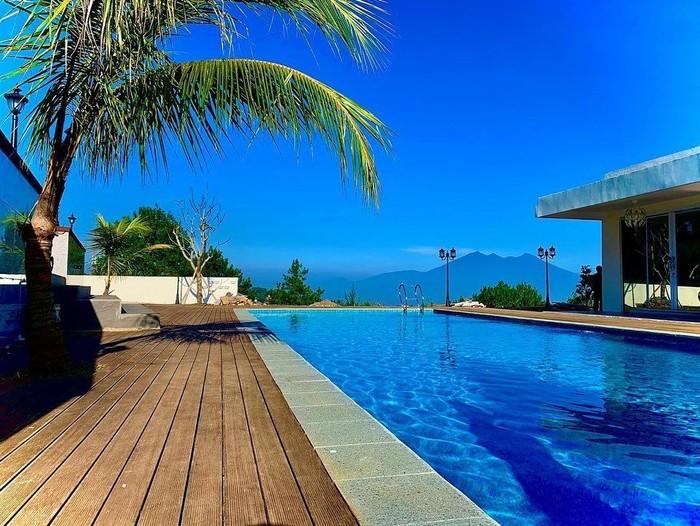 Villa Ustaz Solmed dan April Jasmine