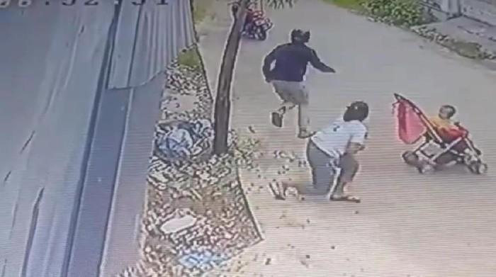 Viral baby sitter di Padang jadi korban begal payudara (Screenshot video viral)