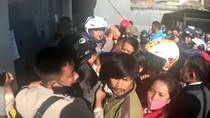 Urus Bantuan Rp 600 Ribu, Warga Mamasa Berdesakan Buka Rekening Bank