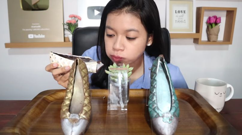 YouTuber Mukbang Sepatu hingga Batu