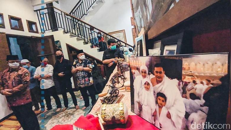 Anies dan sejumlah pejabat melayat ke rumah duka Cucu Ahmad Kurnia