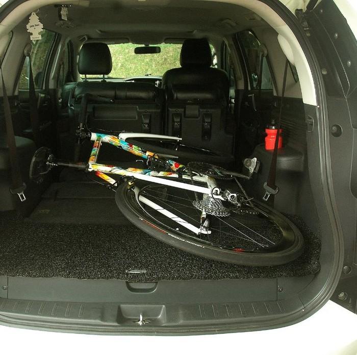 Cara aman bawa sepeda di mobil