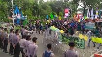 Video Demo Tolak RUU Cipta Kerja di Jalan Gerbang Pemuda
