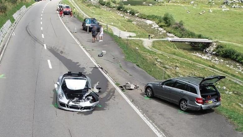 Dua supercar terlibat kecelakaan