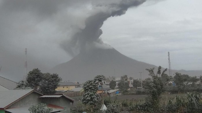Erupsi Gunung Sinabung Jumat 14 Agustus 2020 (dok. Istimewa)