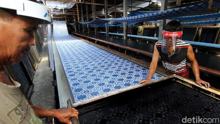 Pandemi COVID-19 berdampak pada sektor industri Indonesia. Meski begitu UMKM binaan Pertamina ini tetap bertahan dan mampu tembus pasar ASEAN di tengah pandemi.