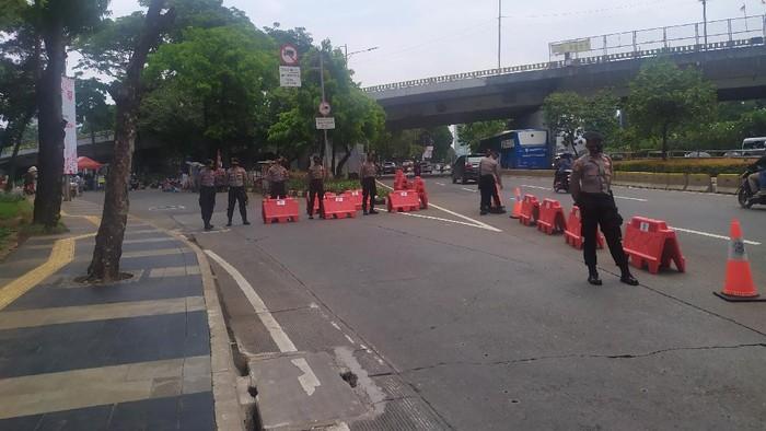 Jalan Gerbang Pemuda Senayan ditutup gegara demo (Foto: Luqman/detikcom)