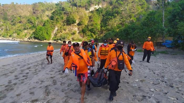 Jenazah pemancing Subardi yang ditemukan tewas di Pantai Wediombo