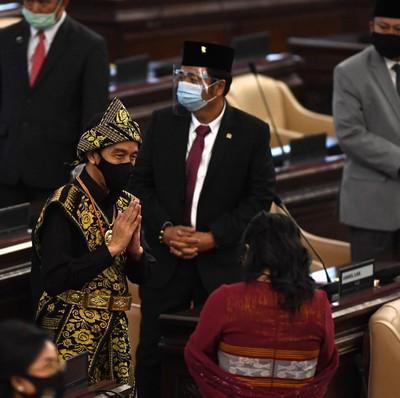 Presiden Joko Widodo (Jokowi) tiba di lokasi sidang tahunan MPR dan Sidang Bersama DPR-DPD di Komplek Parlemen, Senayan, Jakarta, Jumat (14/8/2020).