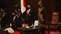 Potret Jokowi Kenakan Baju Adat Sabu di Sidang Tahunan MPR
