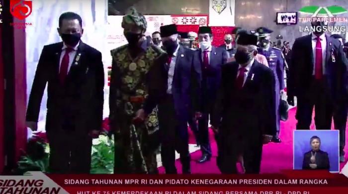 Jokowi memakai baju adat Sabu saat Sidang Tahunan (Youtube TV Parlemen)