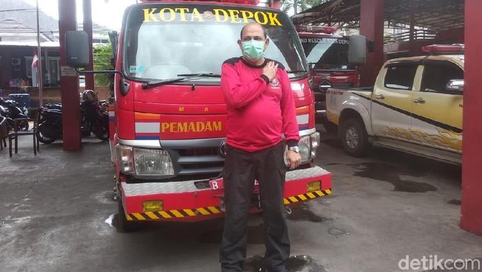 Kepala Bidang Penanggulangan Bencana, Dinas Pemadam Kebakaran dan Penyelamatan (Damkar) Kota Depok, Denny Romulo Hutauruk (Jehan Nurhakim/detikcom)