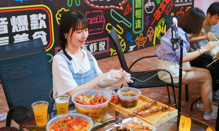Kurangi Limbah Makanan, China Awasi Video Makan di Internet