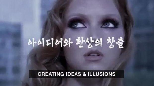 Lily Cole di iklan Korea Utara.
