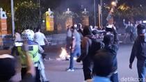Usai Bersitegang dengan Warga, Massa Gejayan Memanggil Bubarkan Diri