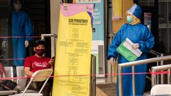 Tim Riset Uji Klinis Vaksin COVID-19 mulai melakukan penyuntikan vaksin bagi para relawan. Proses penyuntikan itu dilakukan di Bandung.