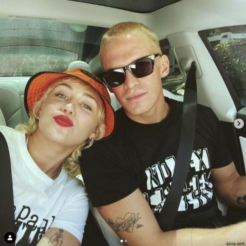 Miley Cyrus dan Cody Simpson Putus, Lihat Momen Mesranya Yuk
