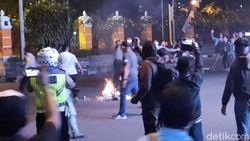 Vidoe Massa Aksi Gejayan Bersitegang dengan Warga
