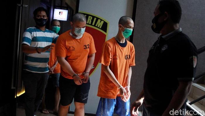 Pelaku penembakan di Tangerang saat menjawab pertanyaan wartawan di Mapolres Tangerang Selatan, Jl Promoter, Jumat (14/8/2020).