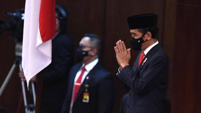 Presiden Joko Widodo tiba di lokasipembukaan masa persidangan I DPR tahun 2020-2021 di Kompleks Parlemen, Senayan, Jakarta, Jumat (14/8/2020). ANTARA FOTO/Akbar Nugroho Gumay/pras.