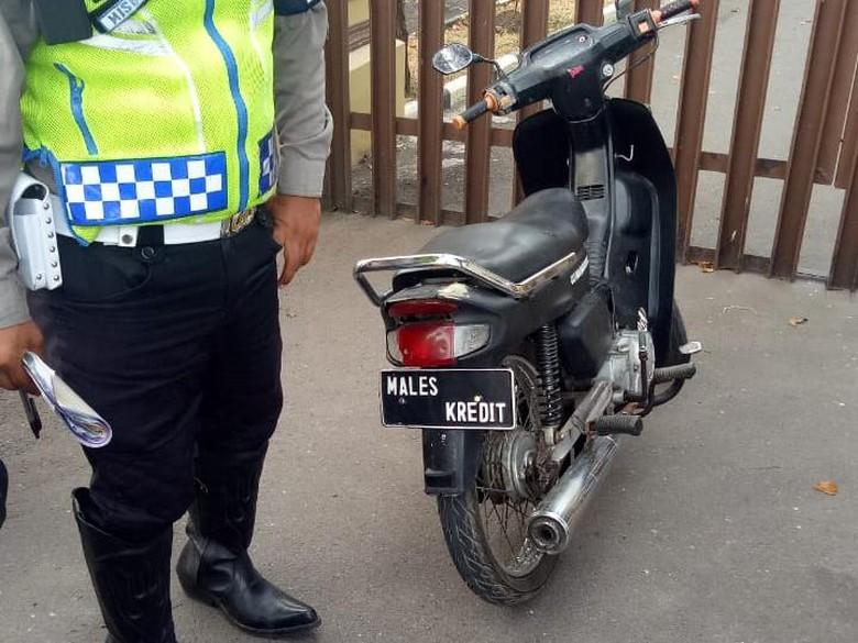 Polisi Garut Tilang Motor Males Kredit