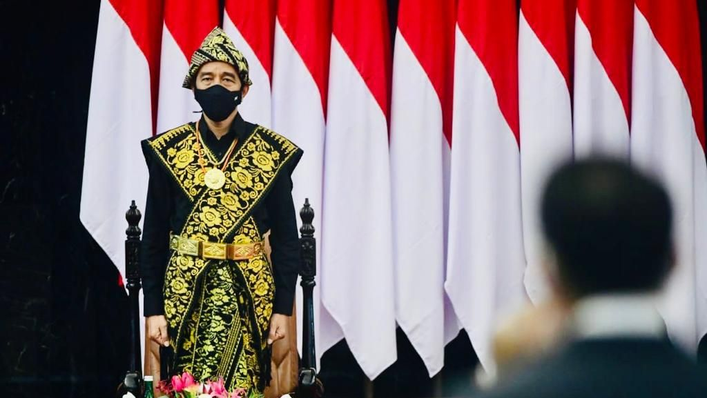 Bangganya Herman Hery Pakaian Adat NTT Dikenakan Jokowi
