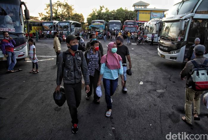 Ramainya Terminal Tanjung Priok Jelang Libur Panjang