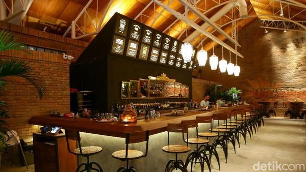 Bernama lengkap Shotgun Social Bali, beer garden ini dibuka untuk umum pada tanggal 31 Juli 2020. Lokasinya ada di Jalan Pantai Sindhu No.11.