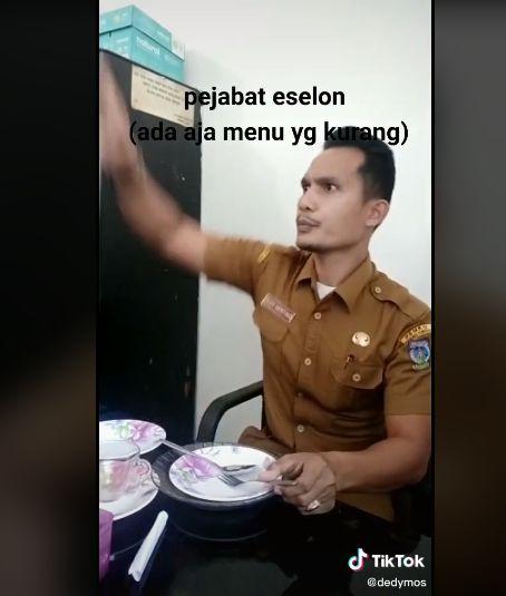 Tipe makan PNS saat di acara formal