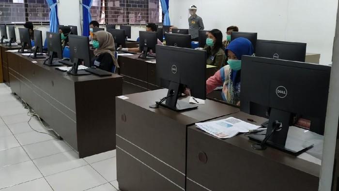 Hasil Ujian Tulis Berbasis Komputer (UTBK) Universitas Brawijaya (UB) diumumkan hari ini. UB menerima 6 ribu mahasiswa baru dari jalur UTBK.