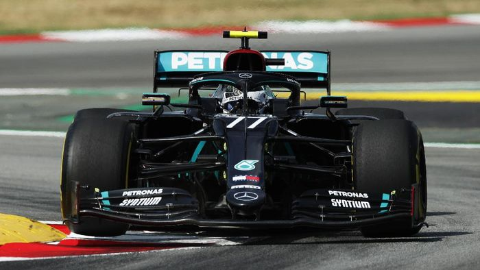 BARCELONA, SPAIN - AUGUST 14: Valtteri Bottas of Finland driving the (77) Mercedes AMG Petronas F1 Team Mercedes W11 on track during practice for the F1 Grand Prix of Spain at Circuit de Barcelona-Catalunya on August 14, 2020 in Barcelona, Spain. (Photo by Albert Gea/Pool via Getty Images)