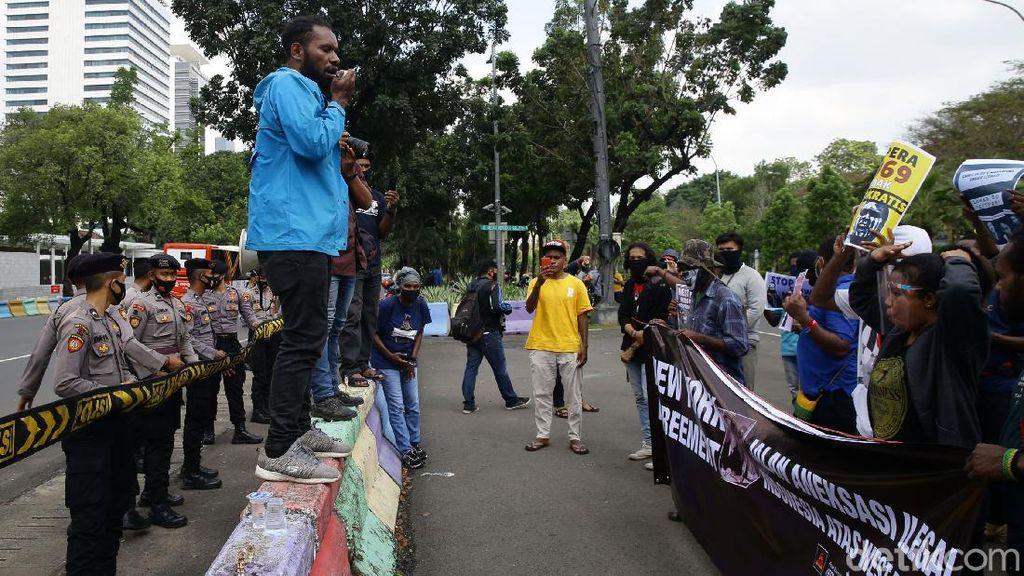 Aliansi Mahasiswa Papua Demo Kedubes AS