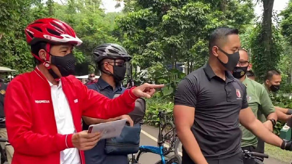 Bareng Kaesang, Jokowi Gowes dan Bagi-bagi Masker di Kebun Raya Bogor