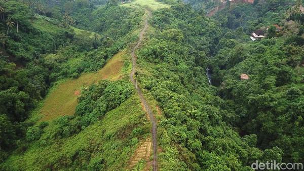 Bukit Campuhan menawarkan pemandangan alam yang indah.