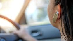 Biar Selamat, Begini Cara Angkat Telepon Saat Berkendara